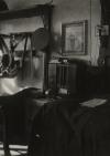 Četnická kasárna představovala většinou pouze jedna místnost, ve které měl každý četník svou postel, místo na bednu s oblečením a věšák na uniformu a zbraň
