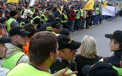 Demonstrovat budou i hasiči, zdravotníci a další státní zaměstnanci