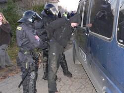 Útoky na policisty zřejmě skončí bez trestu