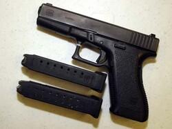 Ústava USA dává právo vlastnit a nosit zbraň