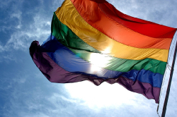 Duhová vlajka - symbol homosexuální komunity