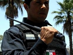 Teleskopický obušek u mexické policie