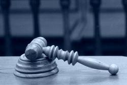 Soudy soudí na základě legálních důkazů. A média?
