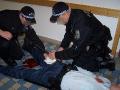 Další z takových náročných výcviků, tentokrát pořádaných pro Městskou policii Praha – kolega utrpěl závažná bodná poranění při útoku narkomana.