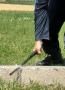 6.A jede se dál – produkt od české firmy ESP. Zde došlo k nemalému překvapení – i po dlouhých sériích razantních úderů do betonové hrany byl obušek stále znovu a znovu funkční.
