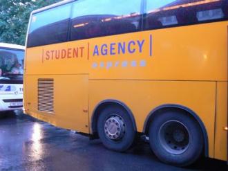 Kanárkově žlutý autobus aneb opět jsou tu zlí policajti