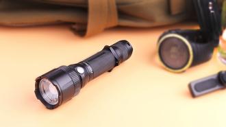 Zaostřete si do temné noci taktickou svítilnou Fenix FD41 (promo článek)