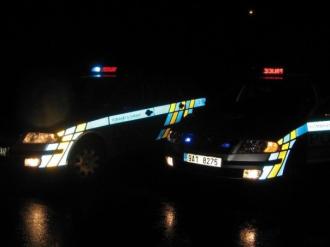 Policejní zátaras na D1 smetl Mercedes, jeden těžce zraněný policista