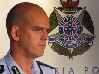 Policejní šéf státu Viktorie zadržen na letišti v Canbeře