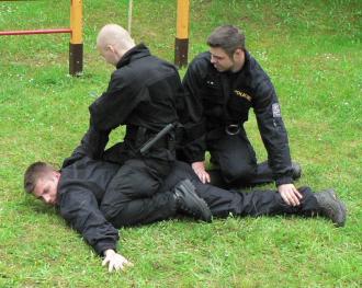 Výcvik s teleskopickým obuškem v Příbrami